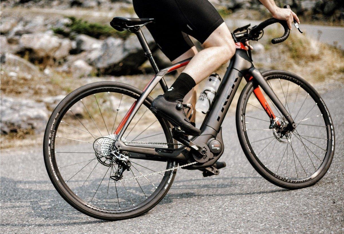 Hombre bici trek